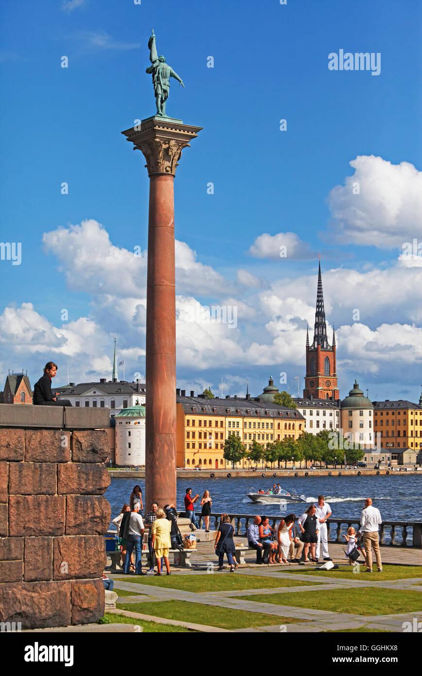 Statue of Engelbrekt Engelbrektsson in the City Hall Garden, Riddarholmen with Riddarholmen church in the background, - Stock Image