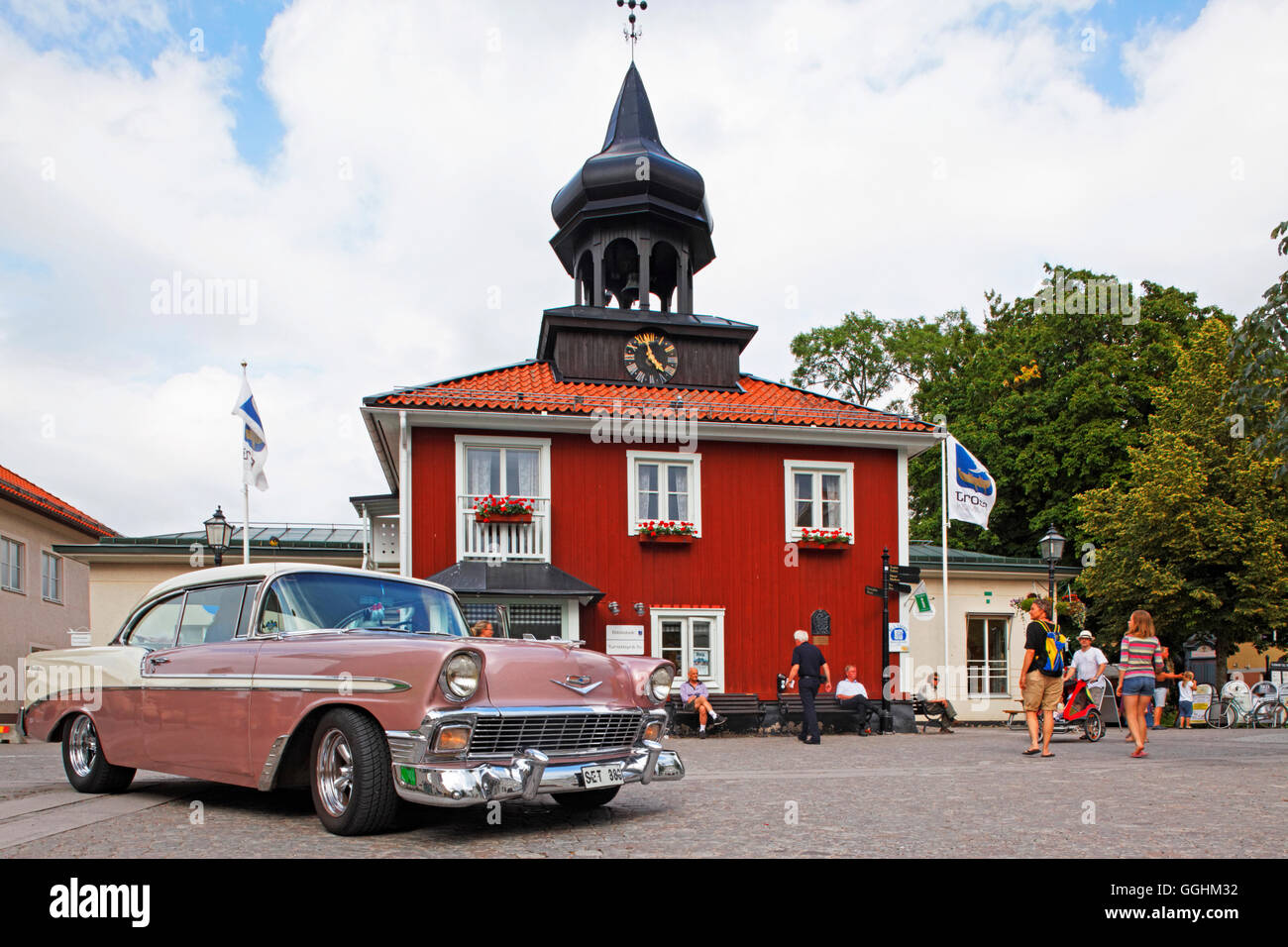 Classic car rallye and Trosa city hall, Trosa, Sweden - Stock Image