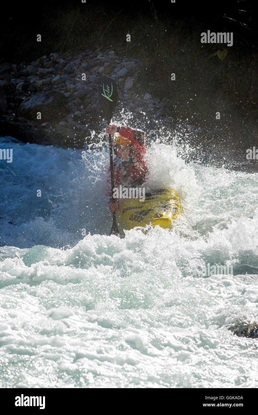 Paddler breaks through wave, Rissbach, Karwendel, Austria - Stock Image