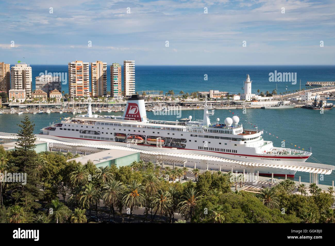 Palm trees and cruise ship MS Deutschland (Reederei Peter Deilmann) at Malaga Cruise Terminal, Malaga, Andalusia, - Stock Image