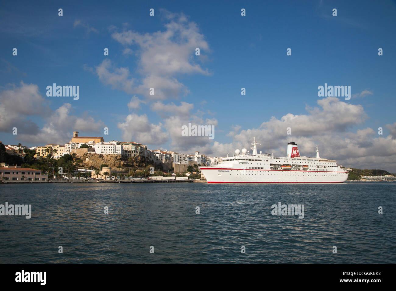Cruise ship MS Deutschland (Reederei Peter Deilmann) approaching Mahon pier, Mahon, Menorca, Balearic Islands, Spain - Stock Image