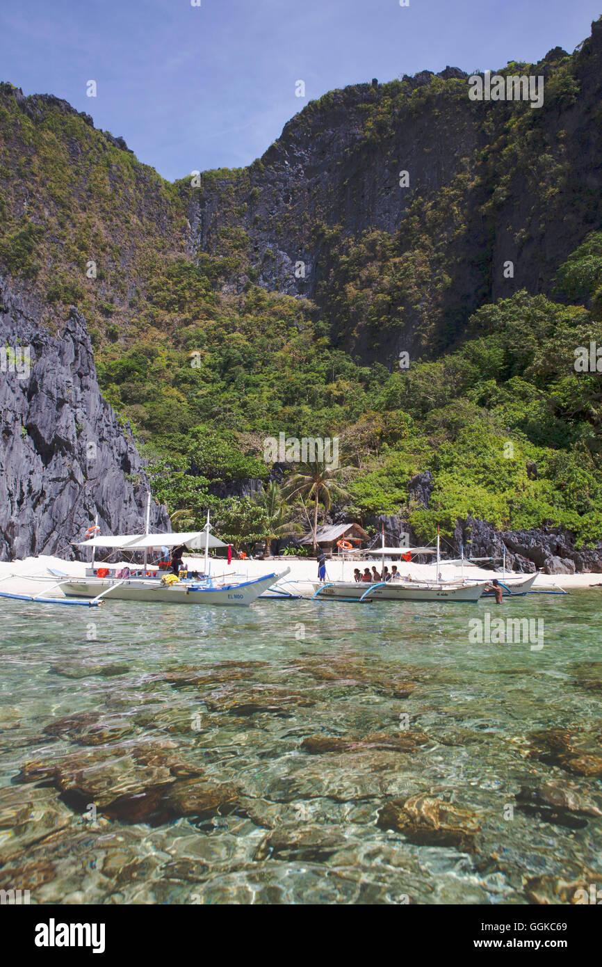 Tropical beach in the archipelago Bacuit near El Nido, Palawan Island, South China Sea, Philippines, Asia - Stock Image