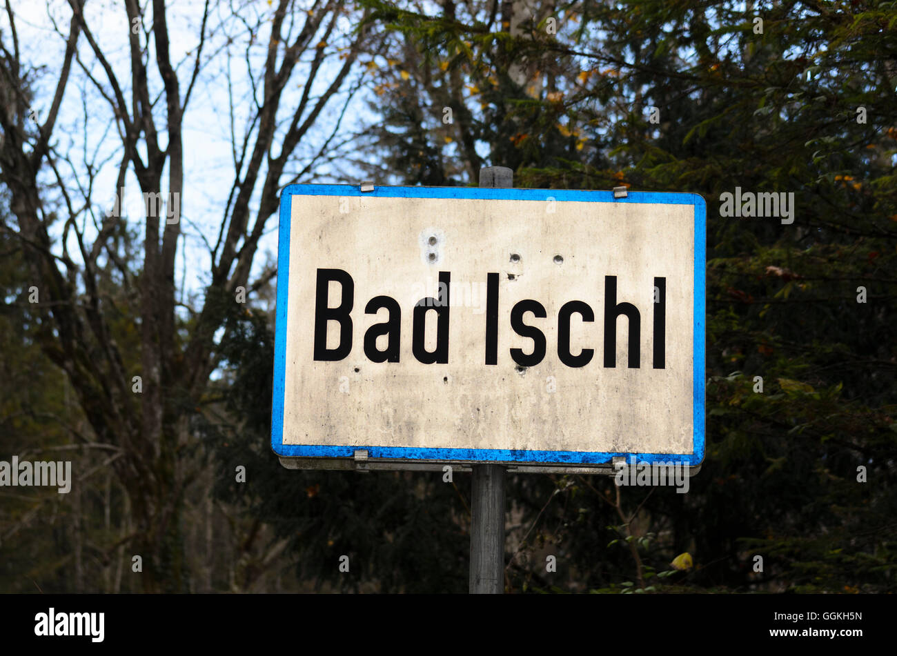 Bad Ischl: entrance to the town sign perforated by bullet holes, hunter, hunting, Austria, Oberösterreich, - Stock Image