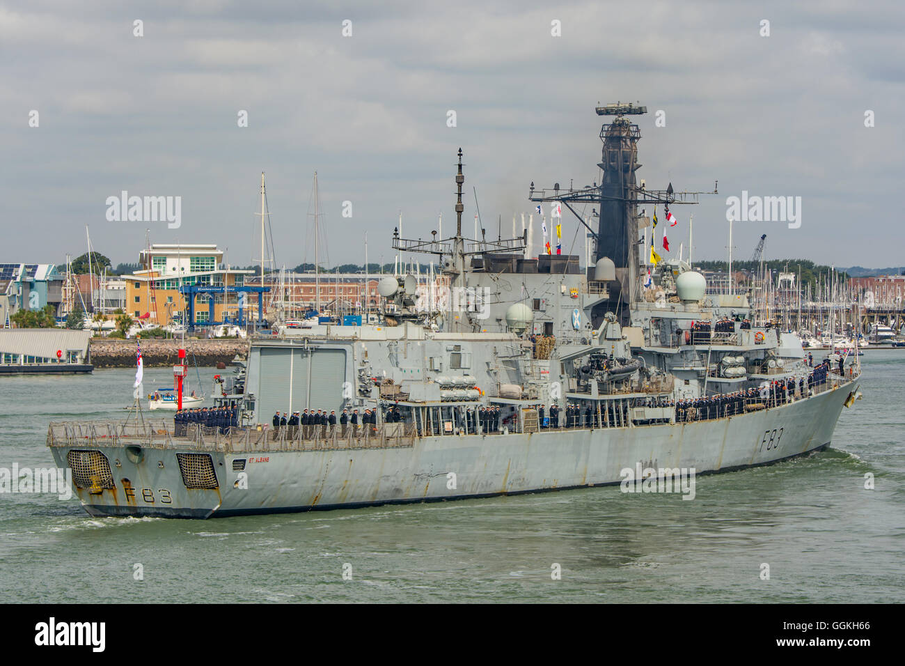 HMS St Albans (F83), returns to Portsmouth after Gulf deployment. - Stock Image