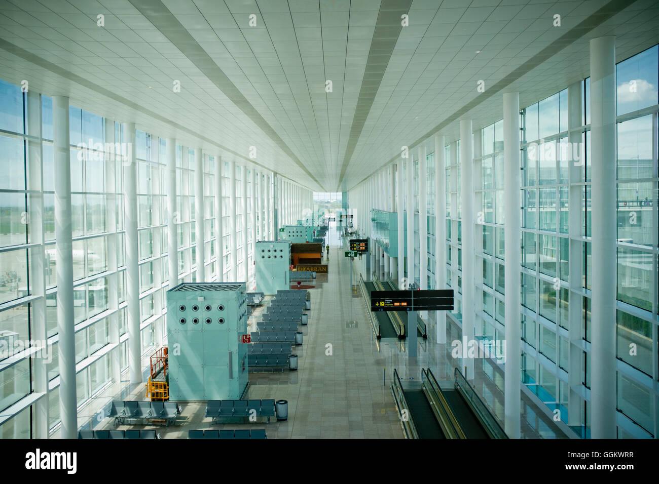 Interior view of Barcelona El Prat International Airport (Spain). © Jordi Boixareu - Stock Image