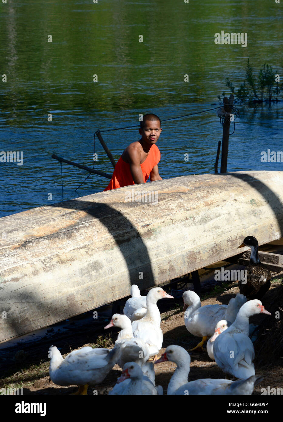 Local attending to his boat, Si Phan Don, Island of Don Khon, 1000 island, south-Laos, Laos, Asia - Stock Image