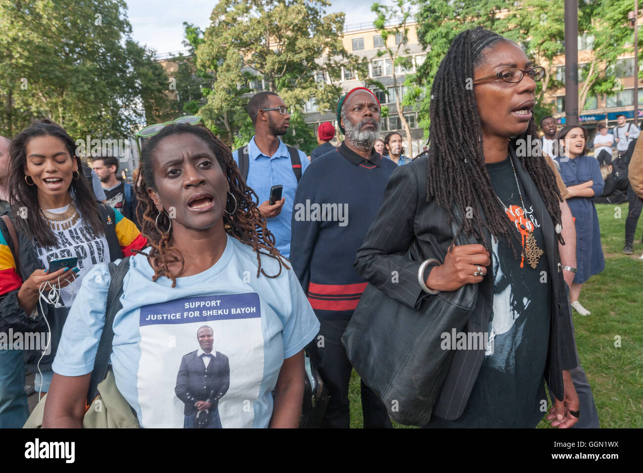 London, UK. 5th Aug, 2016. A relative of Sheku Bayoh and Marcia Rigg, the siste of Sean Rigg in the crowd assembling - Stock Image