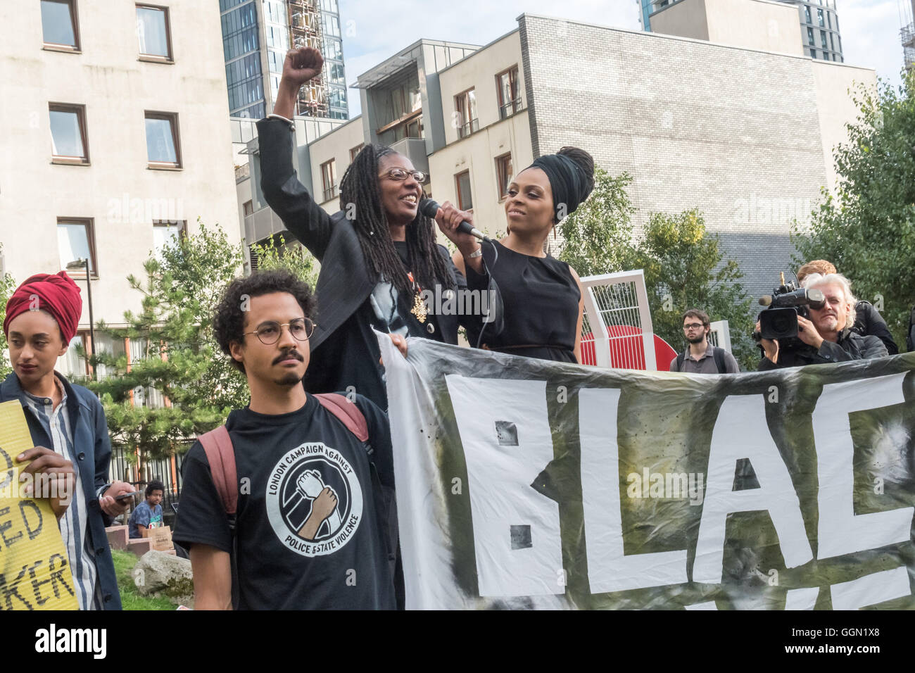 London, UK. 5th Aug, 2016. Marcia Rigg, whose brother Sean Rigg was killed by police in Brixton in 2008, raises - Stock Image