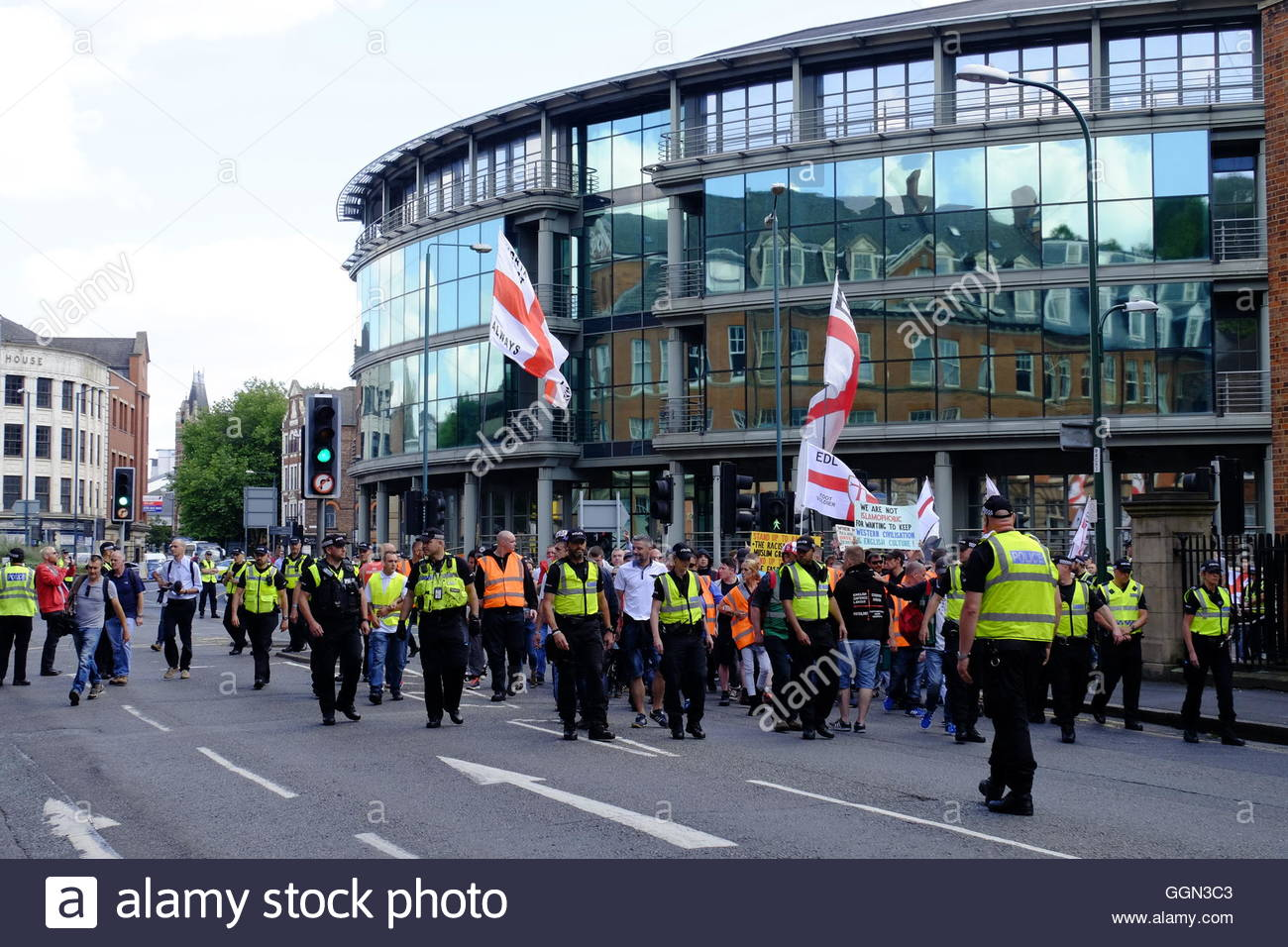 Nottingham, UK. 06th Aug, 2016. English Defence League March passes Nottingham Post offices A small march by the - Stock Image