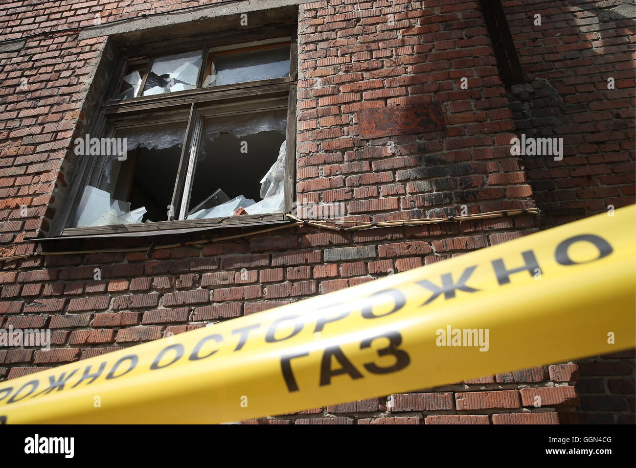 Kazan, Russia. 6th Aug, 2016. A cordon tape during emergency response exercises held by the Kazan Search and Resuce - Stock Image