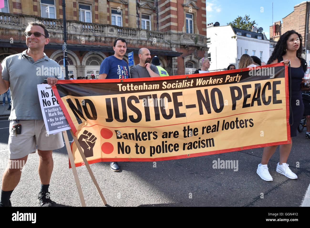 Tottenham High Road, London, UK. 6th August 2016. Relatives and friends of Mark Duggan mark the 5th anniversary - Stock Image
