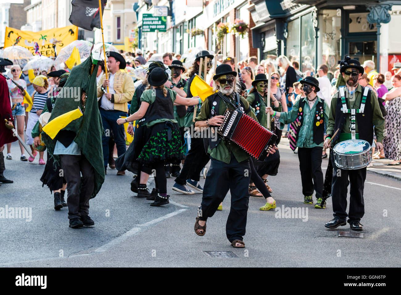 Broadstairs folk week festival. Parade. 'Brooms Bricks and Bowlers' Morris dancers with black and green - Stock Image