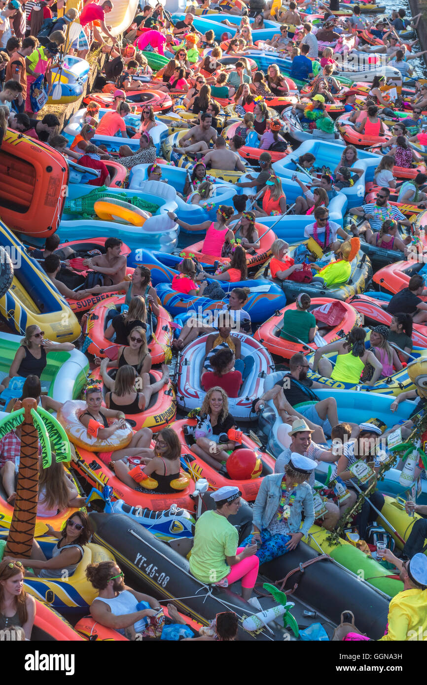Utrecht, The Netherlands. Aug 6th, 2016. Hundreds of small inflatable dinghies took to the canals of Utrecht for - Stock Image