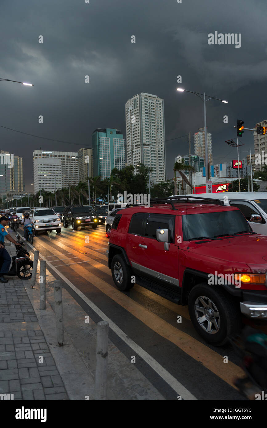 Oncoming storm seen at Manila Bay, Philippines. Sky changes from Blue to Black in minutes. - Stock Image