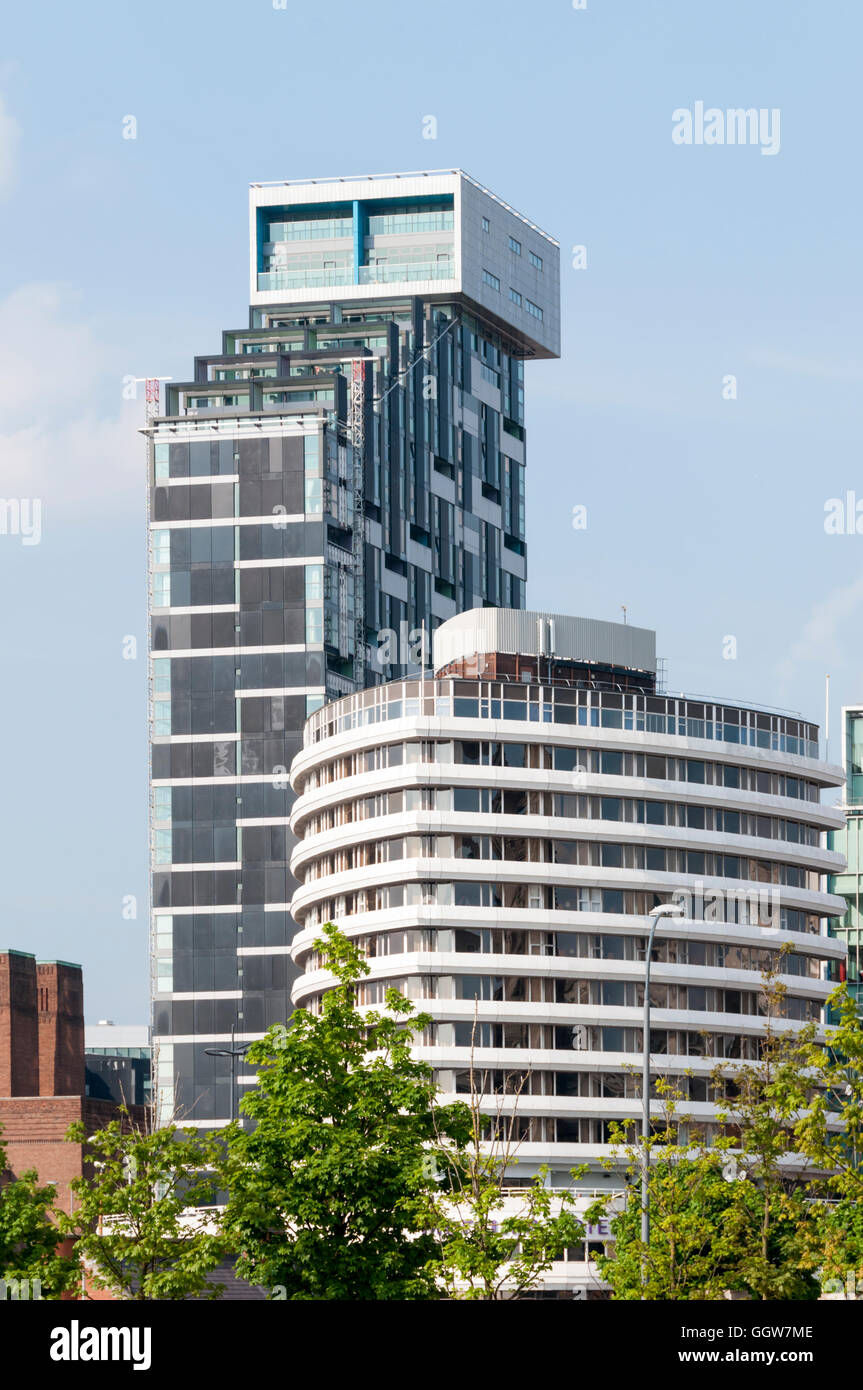 Unity Residential tower, by AHMM Architects, behind the Mercure Liverpool Atlantic Tower Hotel. - Stock Image