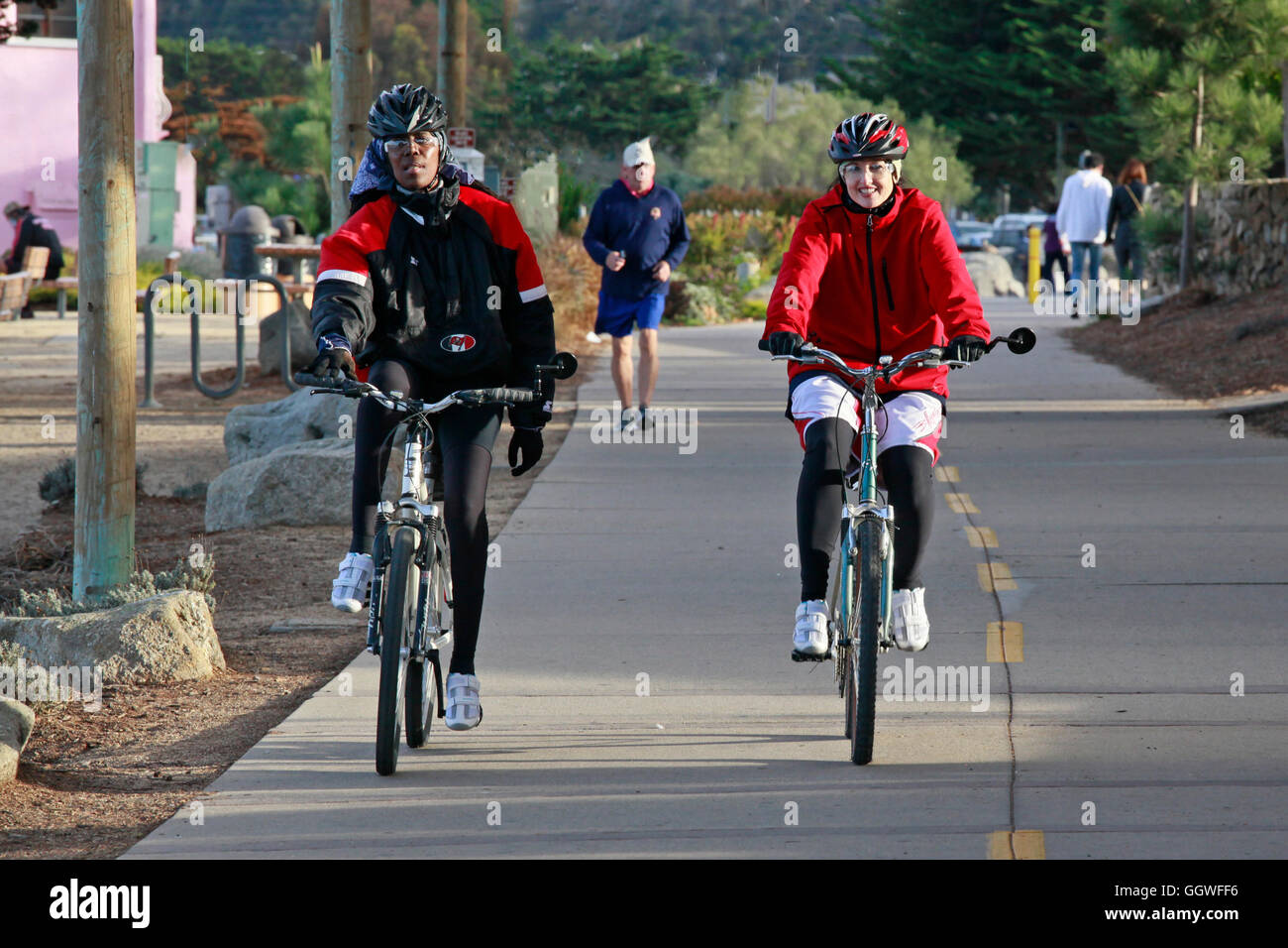 The bike path is popular with tourists and locals alike - MONTEREY, CALIFORNIA - Stock Image