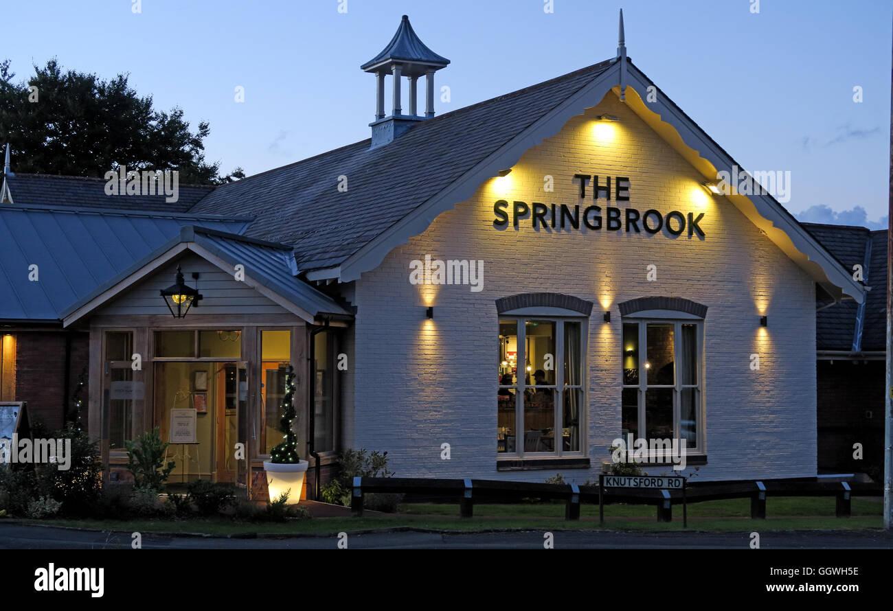 Springbrook Pub at dusk, Stockport Rd, Grappenhall, Warrington WA4 2WA - Stock Image