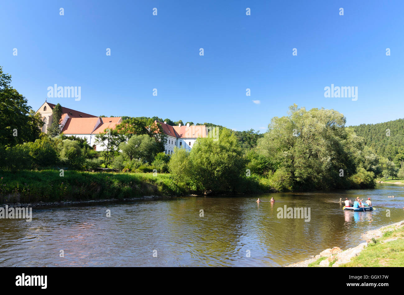 Zlatá Koruna (Goldenkron): Vltava (Moldau) river and monastery, Czech, Jihocesky, Südböhmen, South - Stock Image