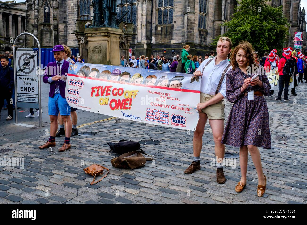 Edinburgh, Scotland, UK. 7th August, 2016. Performers from Fringe shows entertain in the High Street to promote - Stock Image