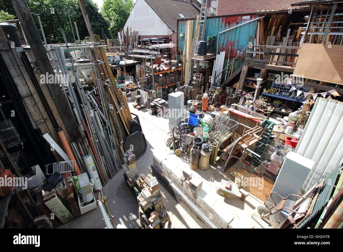 Inside 39 swifties 39 architectural salvage yard in the heart of the stock photo 113769287 alamy for Home architectural salvage yards