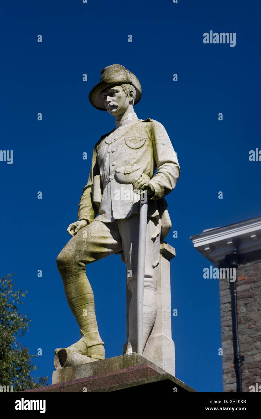 Soldier statue of 1899-1902 South Africa war memorial in Carmarthen - Stock Image