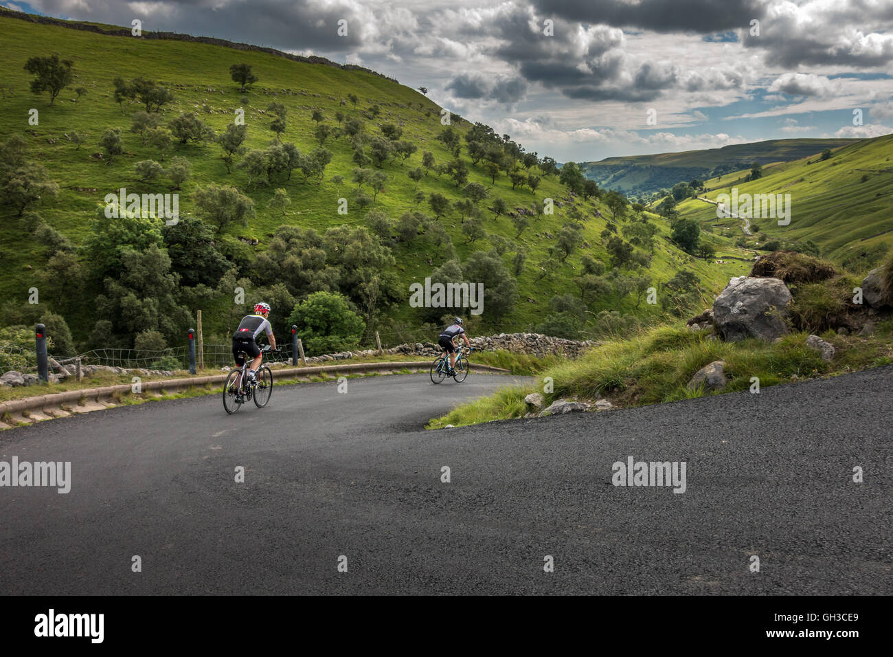 Cyclists descending the famous Park Rash Yorkshire road into Kettlewell and the beautiful Wharfedale valley, Yorkshire - Stock Image