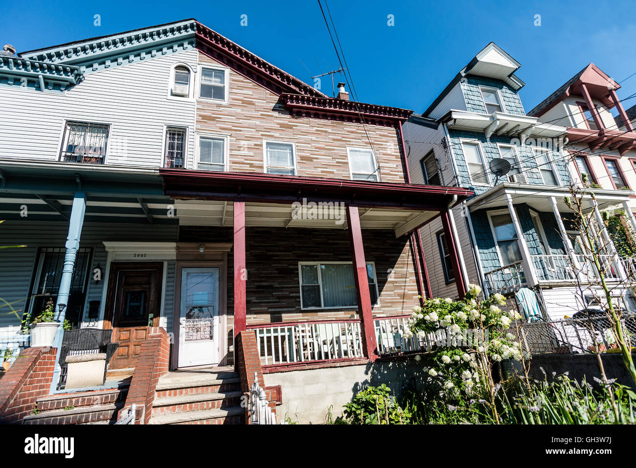 Astoria, New York, USA - 3 August 2016 - Wood framed single and two family homes in the Hallet's Cove section - Stock Image