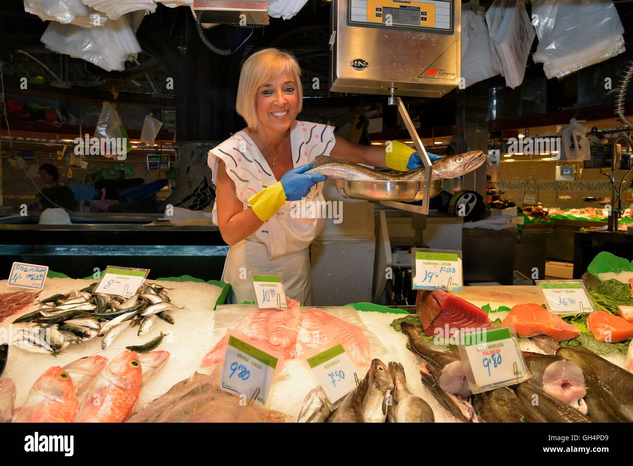 geography / travel, Spain, fishwife at their booth in the covered market of the Mercat de La Boqueria, also called - Stock Image