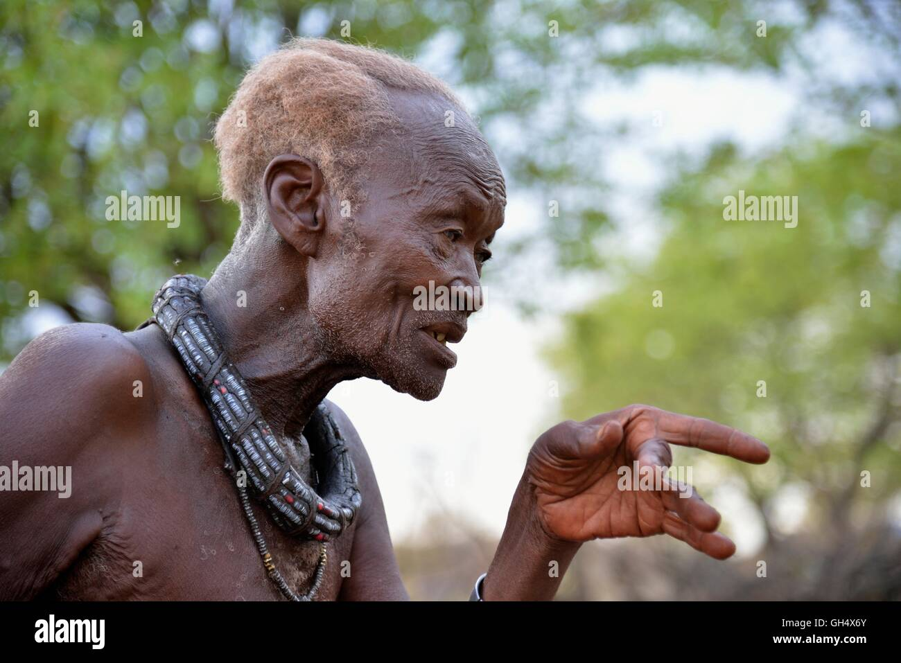 geography / travel, Namibia, chief Hikuminue Kapika, of the chief of the Namibian Himba, in his kraal near the village Stock Photo