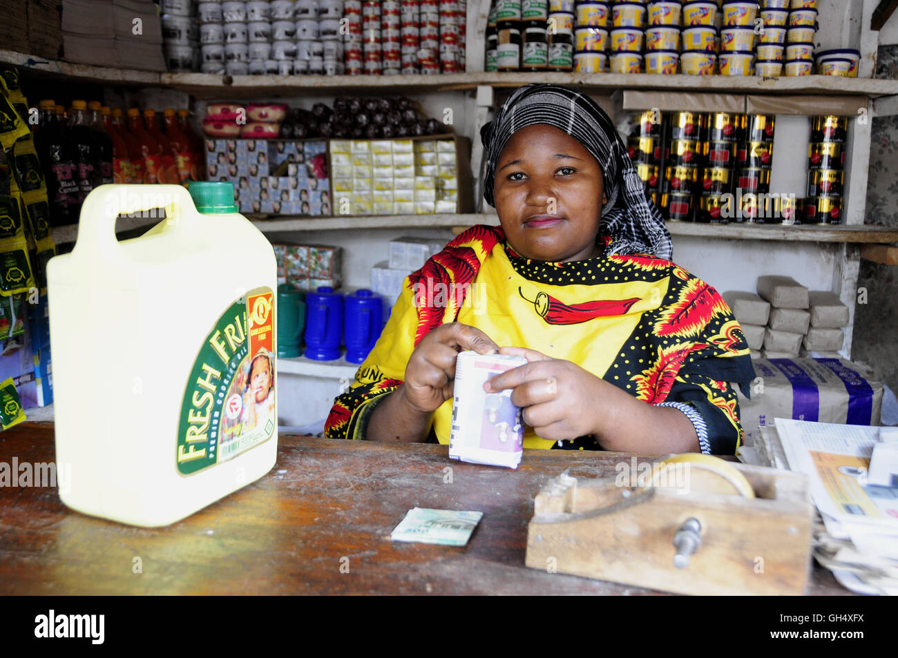geography / travel, Tanzania, saleswoman in a grocery, Mto Wa Mbu, Additional-Rights-Clearance-Info-Not-Available - Stock Image