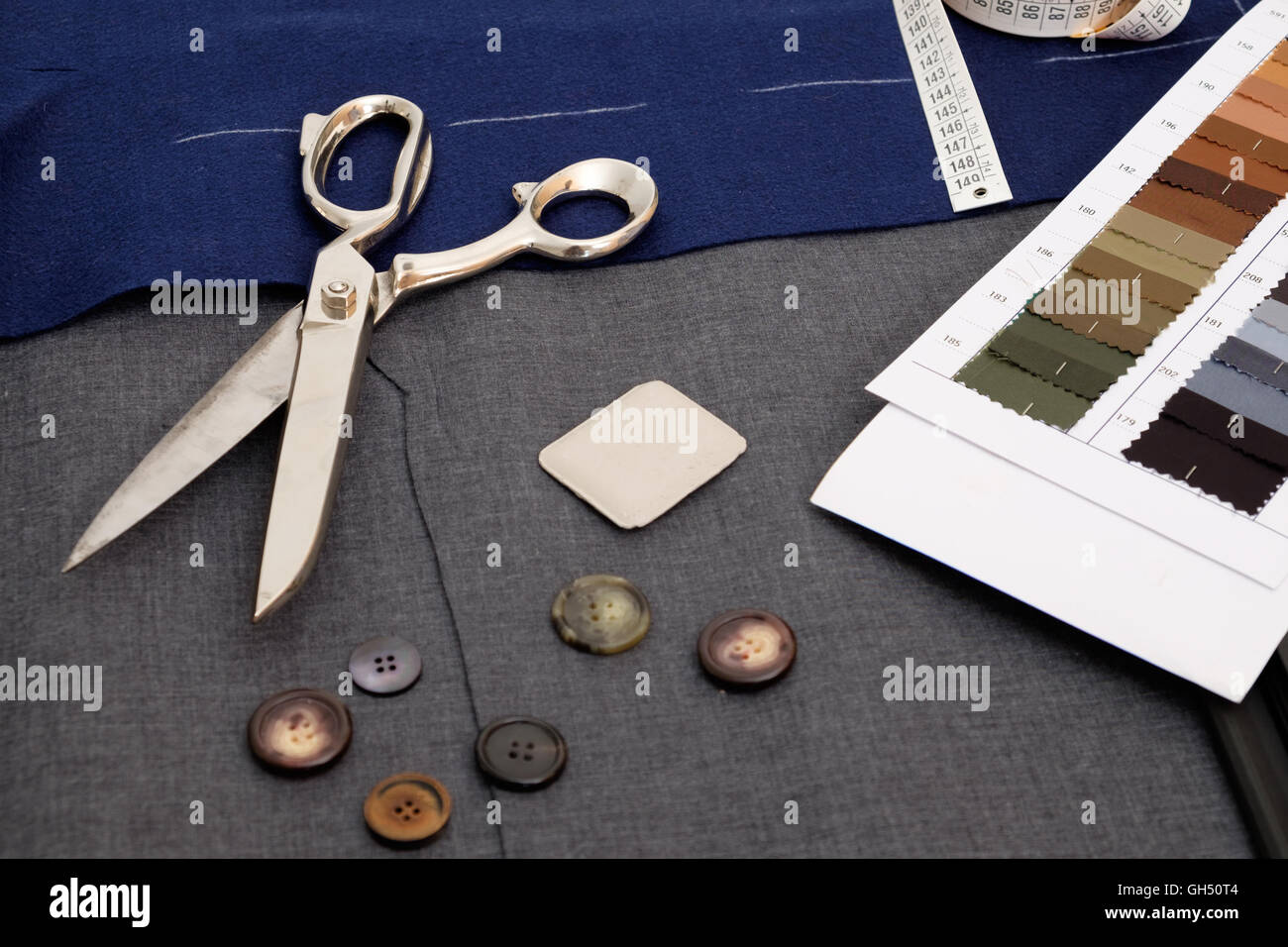 Tailor tools isolated on textile background - Stock Image
