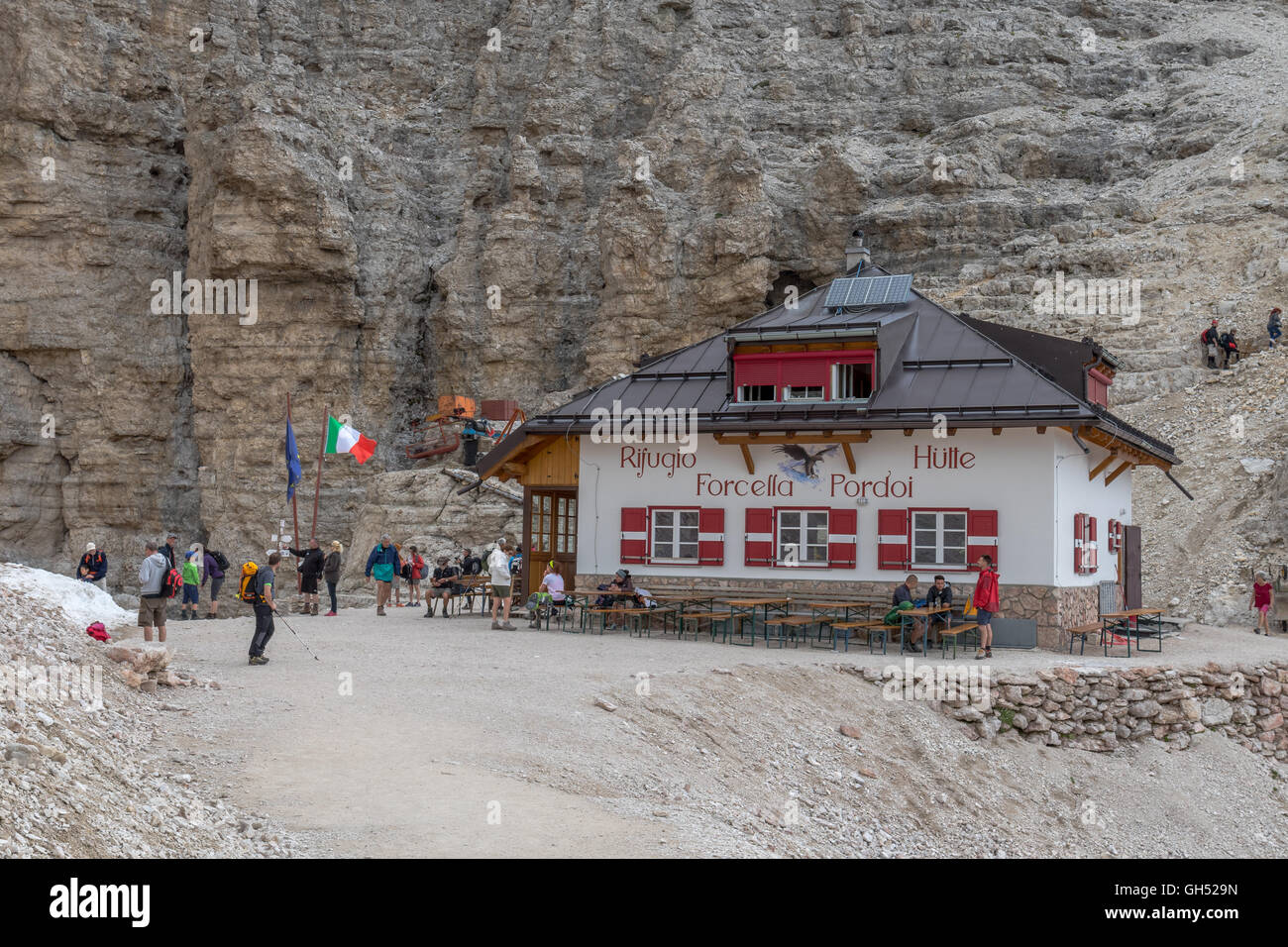 Rifugio Forcella Pordoi (2.848 m), the mountain hut on the way from Sass Pordoi to Piz Boe, Dolomites, Italy - Stock Image