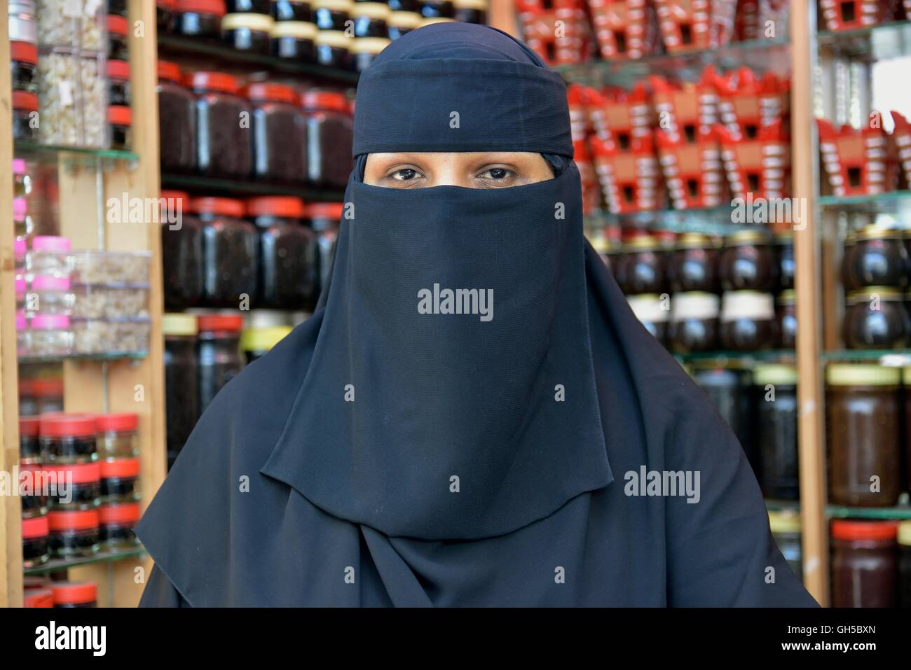geography / travel, Oman, incense saleswoman in their shop on the incense market, Salalah, Dhofar Governorate, East, - Stock Image