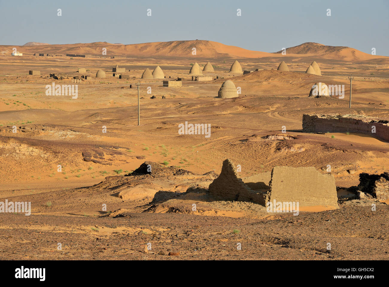 geography / travel, Sudan, graves, as mentioned qubbas, dome-shaped mausoleum of Saint or great hang together, olden - Stock Image