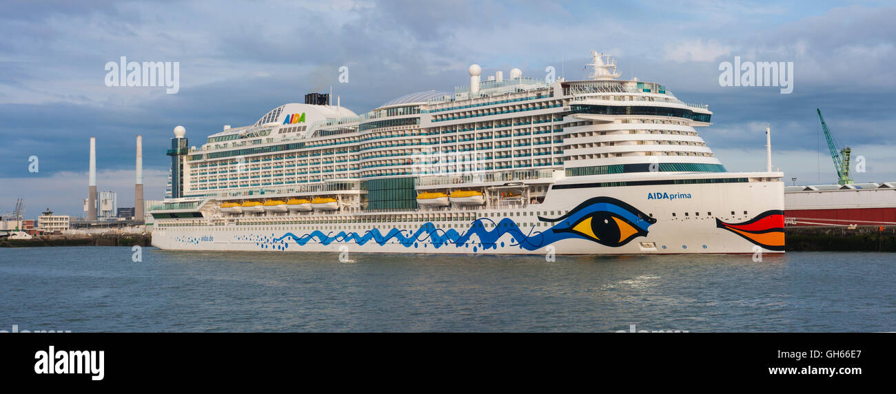 cruise ship port le havre normandy france stock photo 113848175 alamy. Black Bedroom Furniture Sets. Home Design Ideas