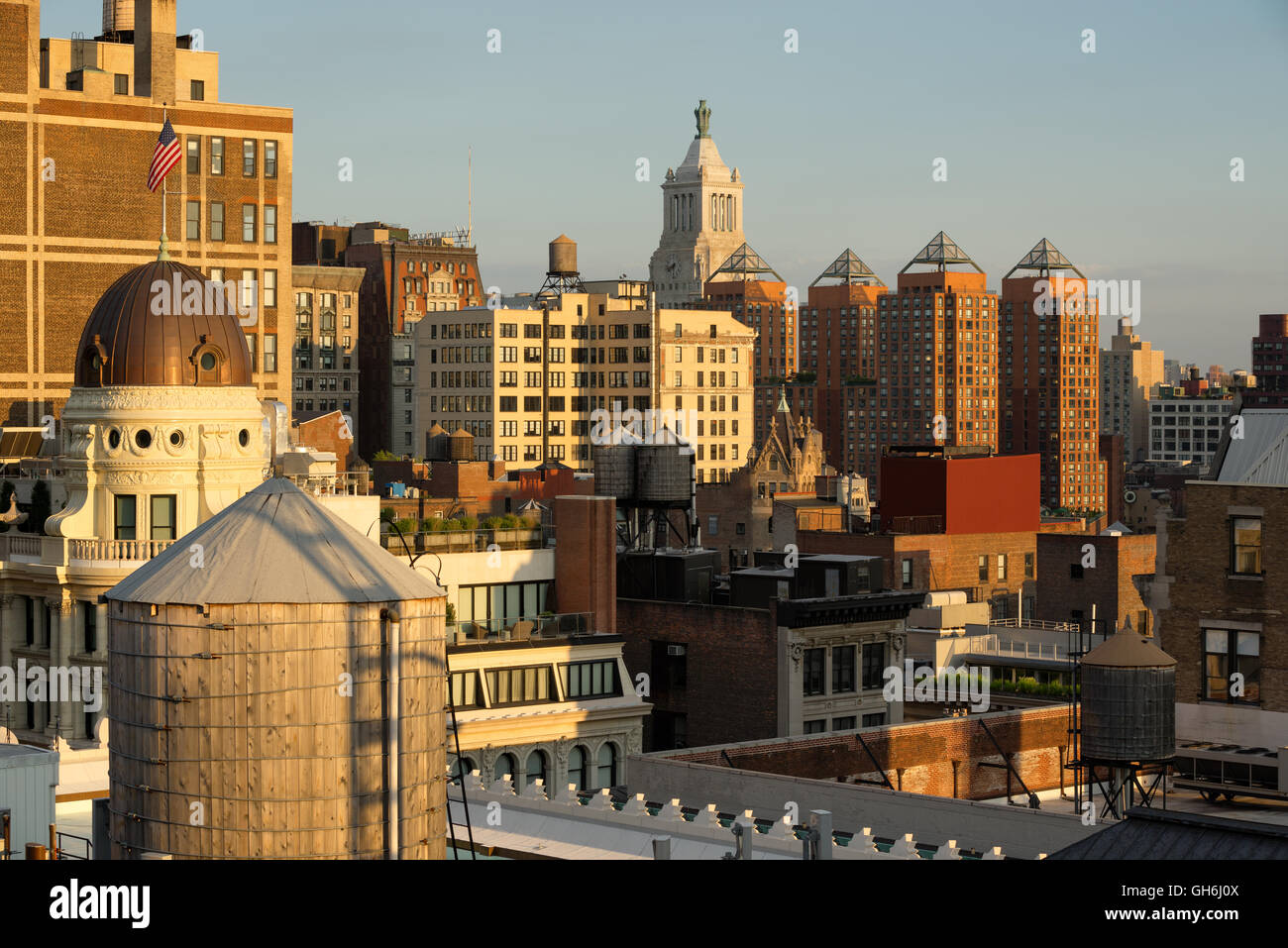 Sunset view of rooftops of the Flatiron District with water towers and penthouses. Manhattan, New York City - Stock Image