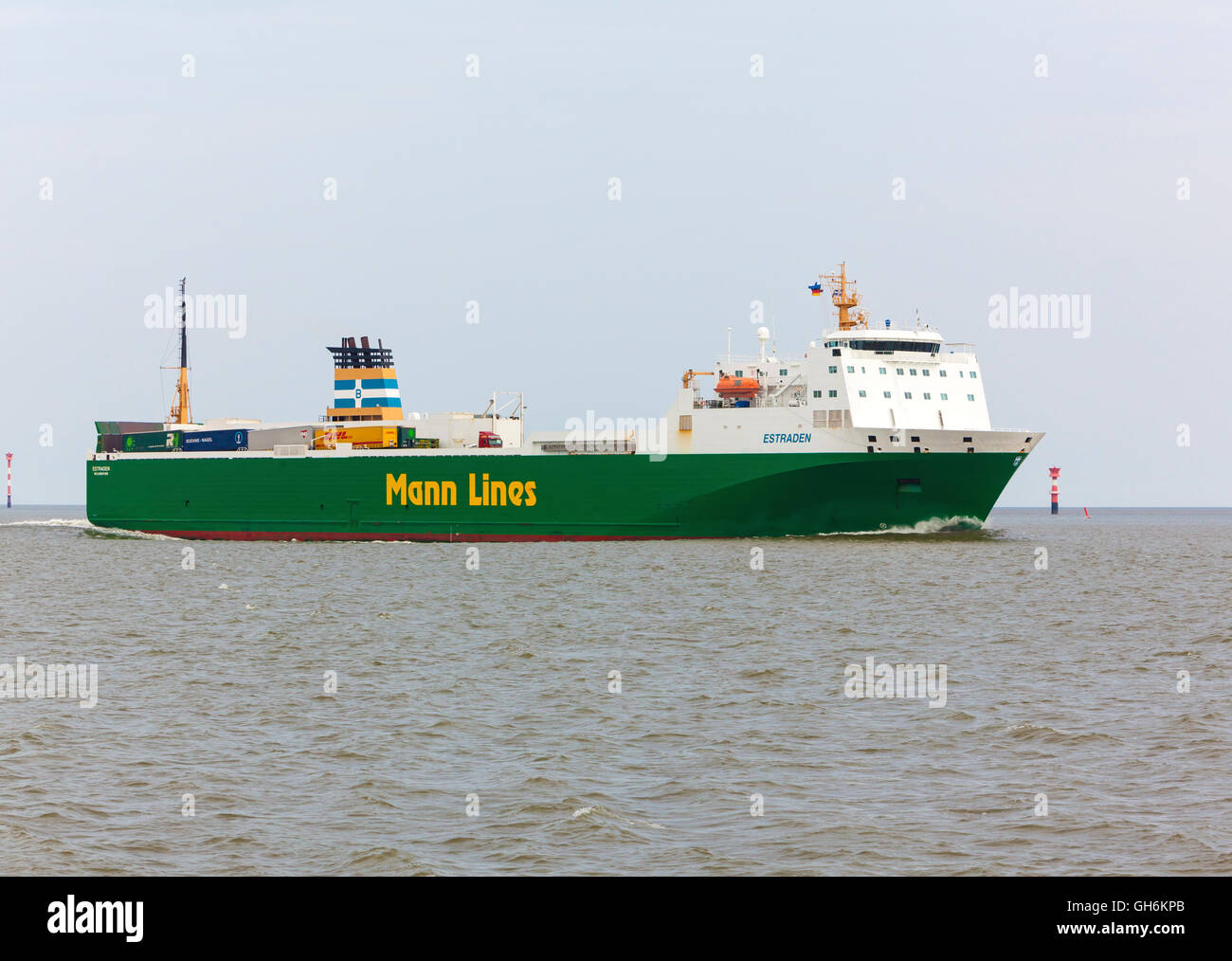 Ro-Ro cargo ship ESTRADEN, operated by Mann Lines, at Weser estuary - Stock Image