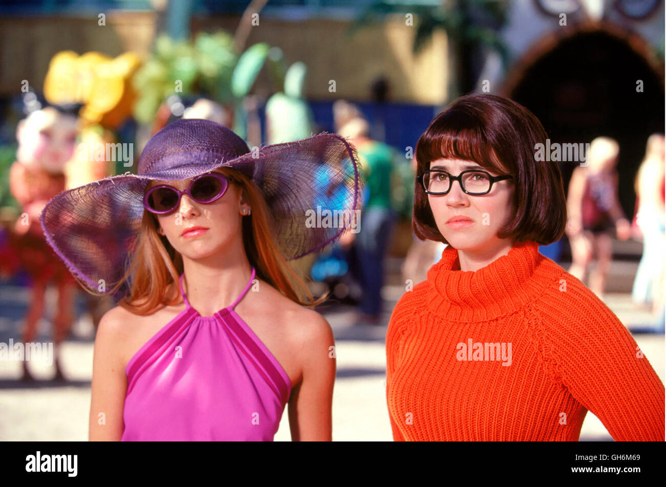 Daphne Velma Scooby Doo High Resolution Stock Photography And Images Alamy