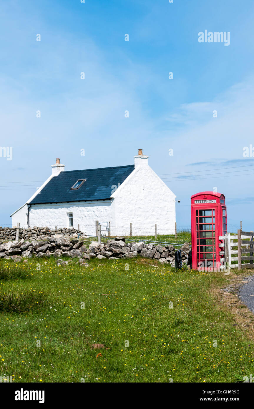 A remote telephone kiosk near Cleit on the island of Barra in the Outer Hebrides. - Stock Image