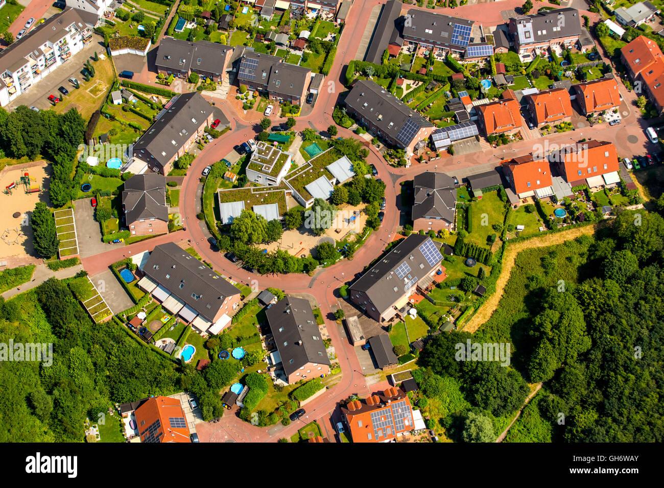 Aerial view, Städt. The kindergarten Boy, houses circle, circular settlement in Johannestal 86, Bottrop, Ruhr - Stock Image