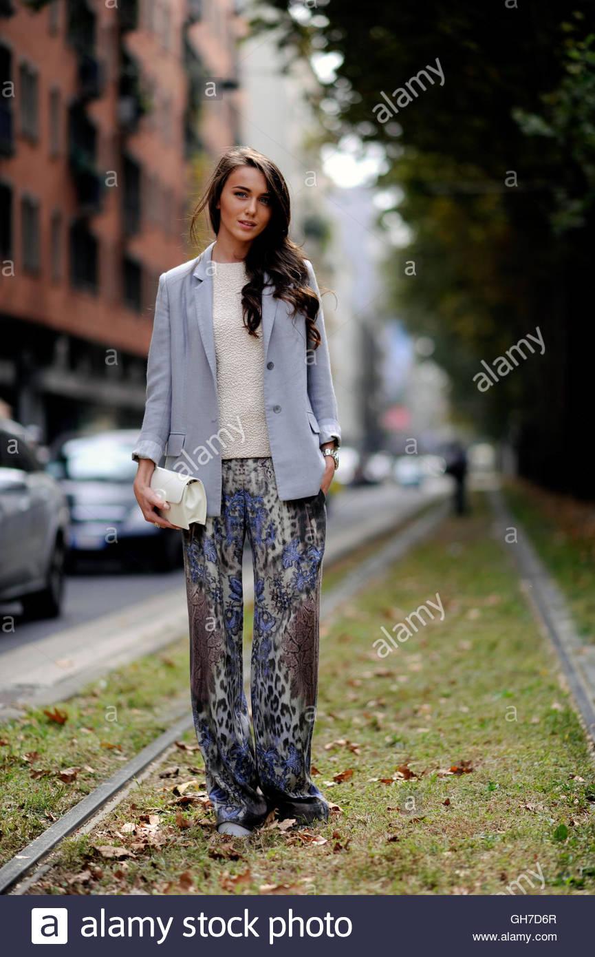 Fashion blogger on Viale Piave during Milan Fashion Week. - Stock Image