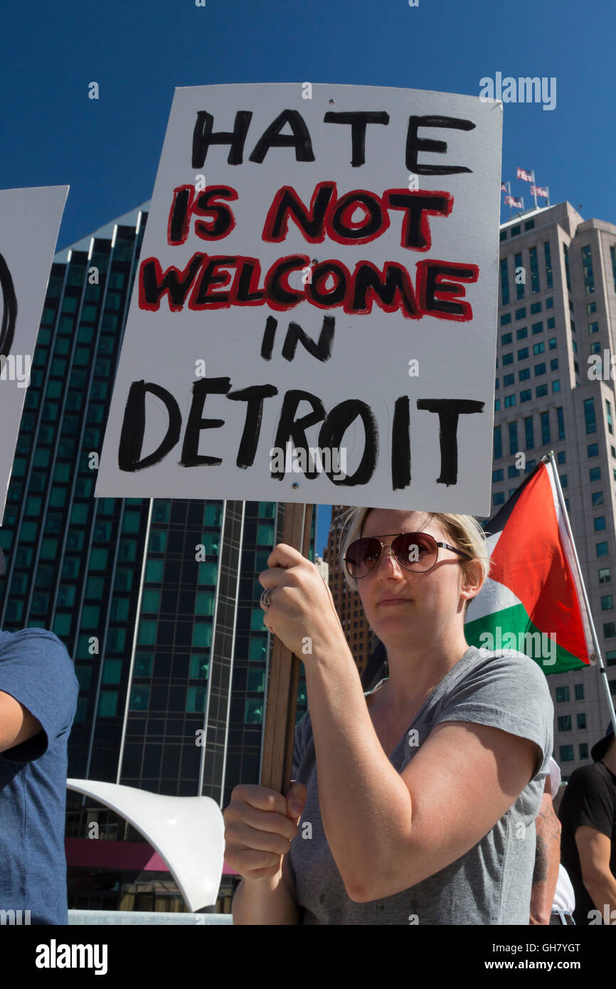 Detroit, Michigan, USA. 8th August, 2016. Labor and community activists protest an appearance by Republican Presidential - Stock Image
