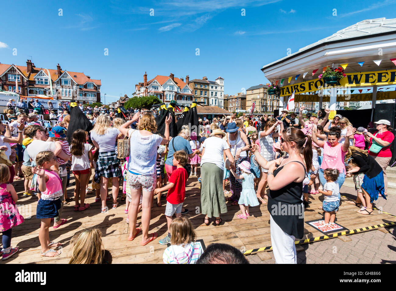 'Hobby Horse Club' event during the Broadstairs Folk Week. Ossies, iconic black bird figures on crowded - Stock Image