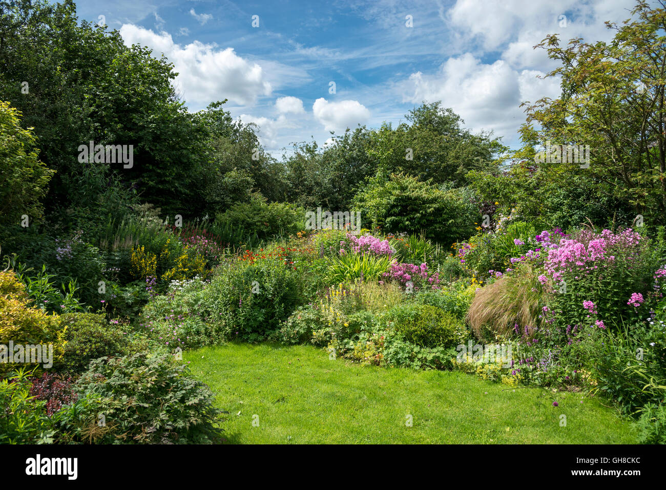 Tremendous An English Cottage Garden In August With Variety Of Informal Download Free Architecture Designs Ponolprimenicaraguapropertycom