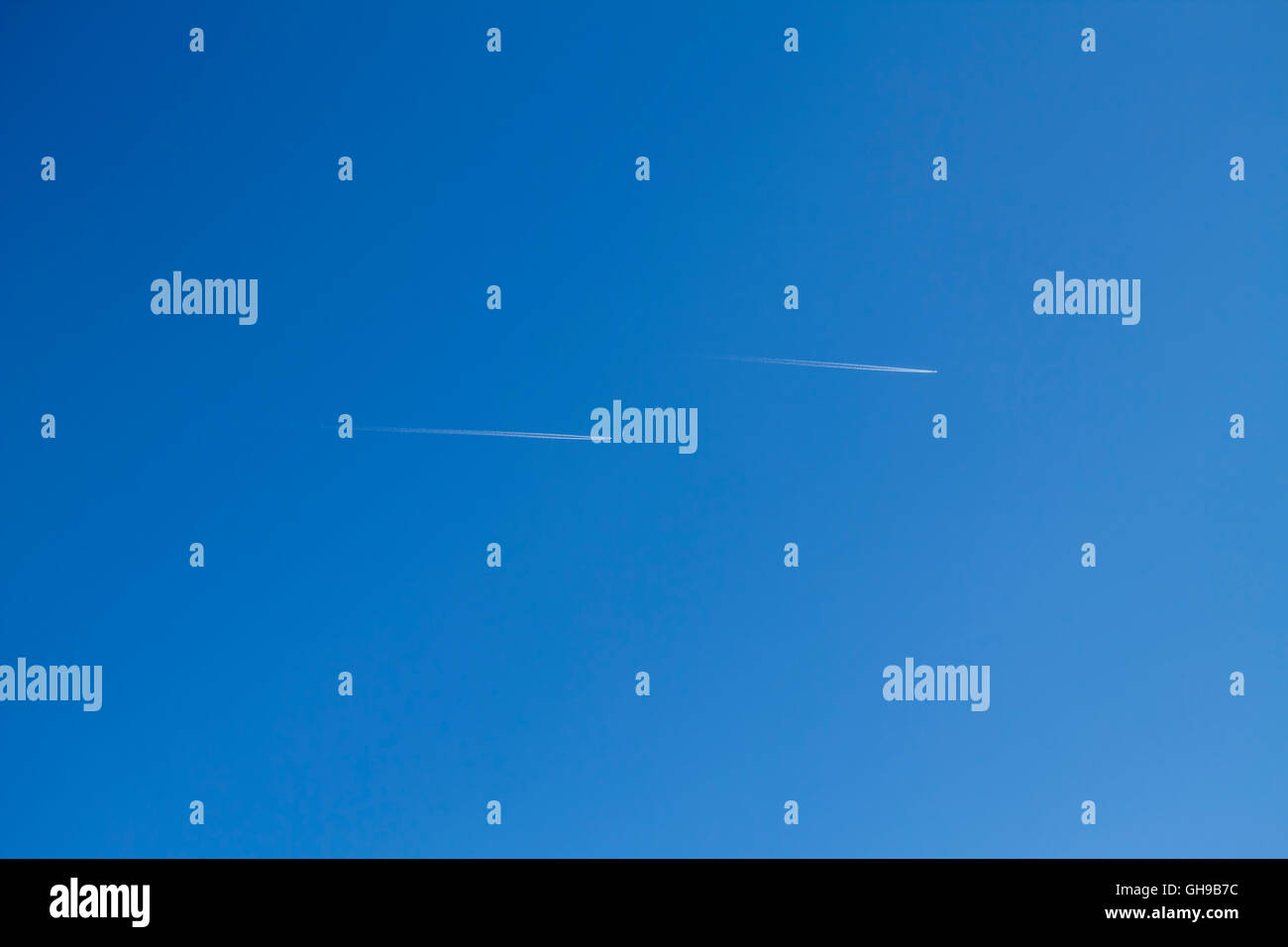 Flugzeuge am Himmel - Stock Image