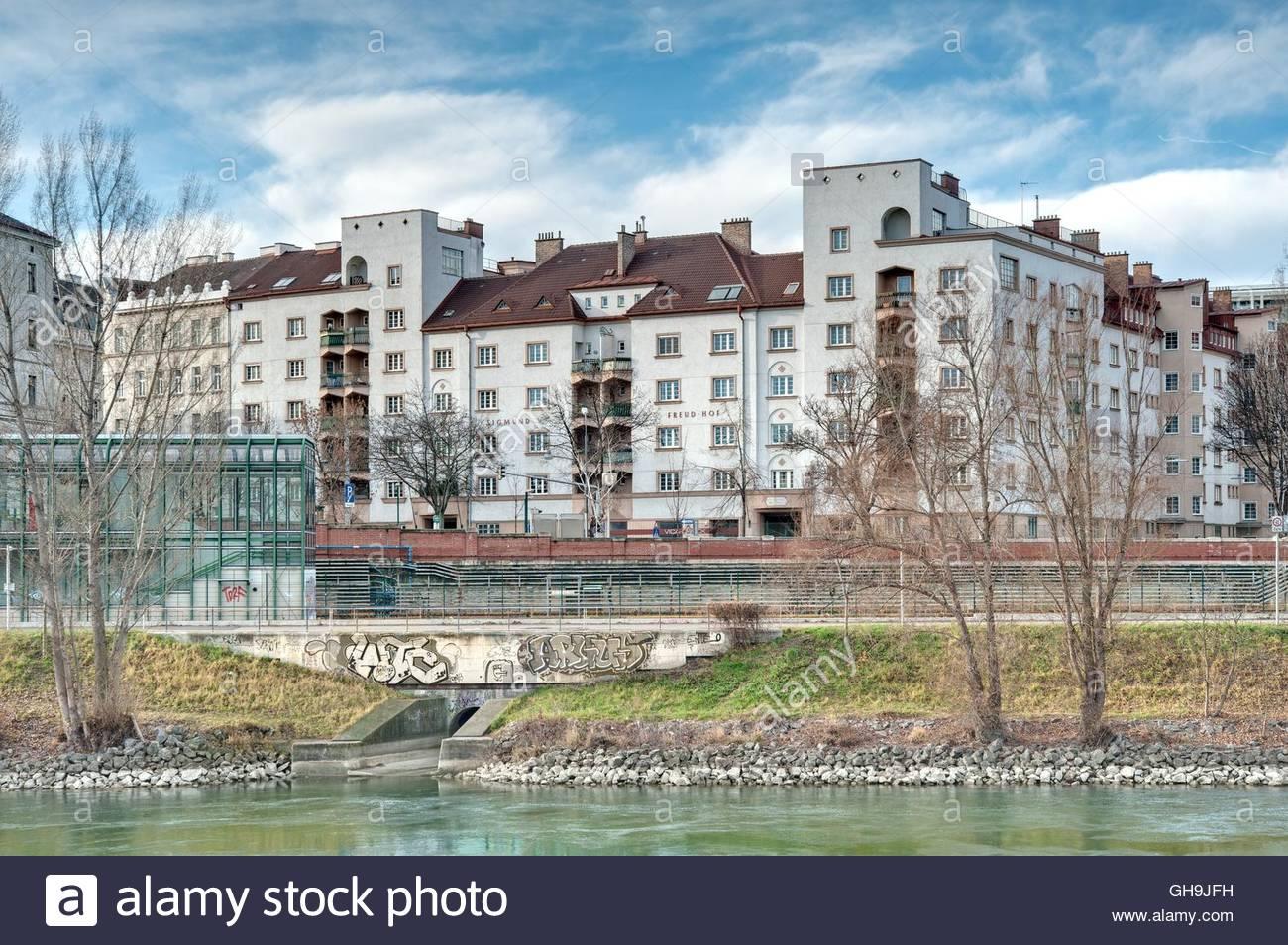 Wien, Gemeindebau des Roten Wien, Vienna, Council Tenement Block, Red Vienna, Sigmund Freud-Hof, Gussenbauergasse - Stock Image