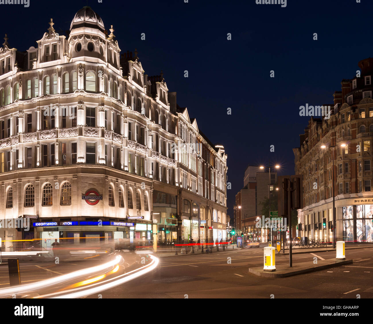 London knightsbridge underground station stock photos for Knights bridge