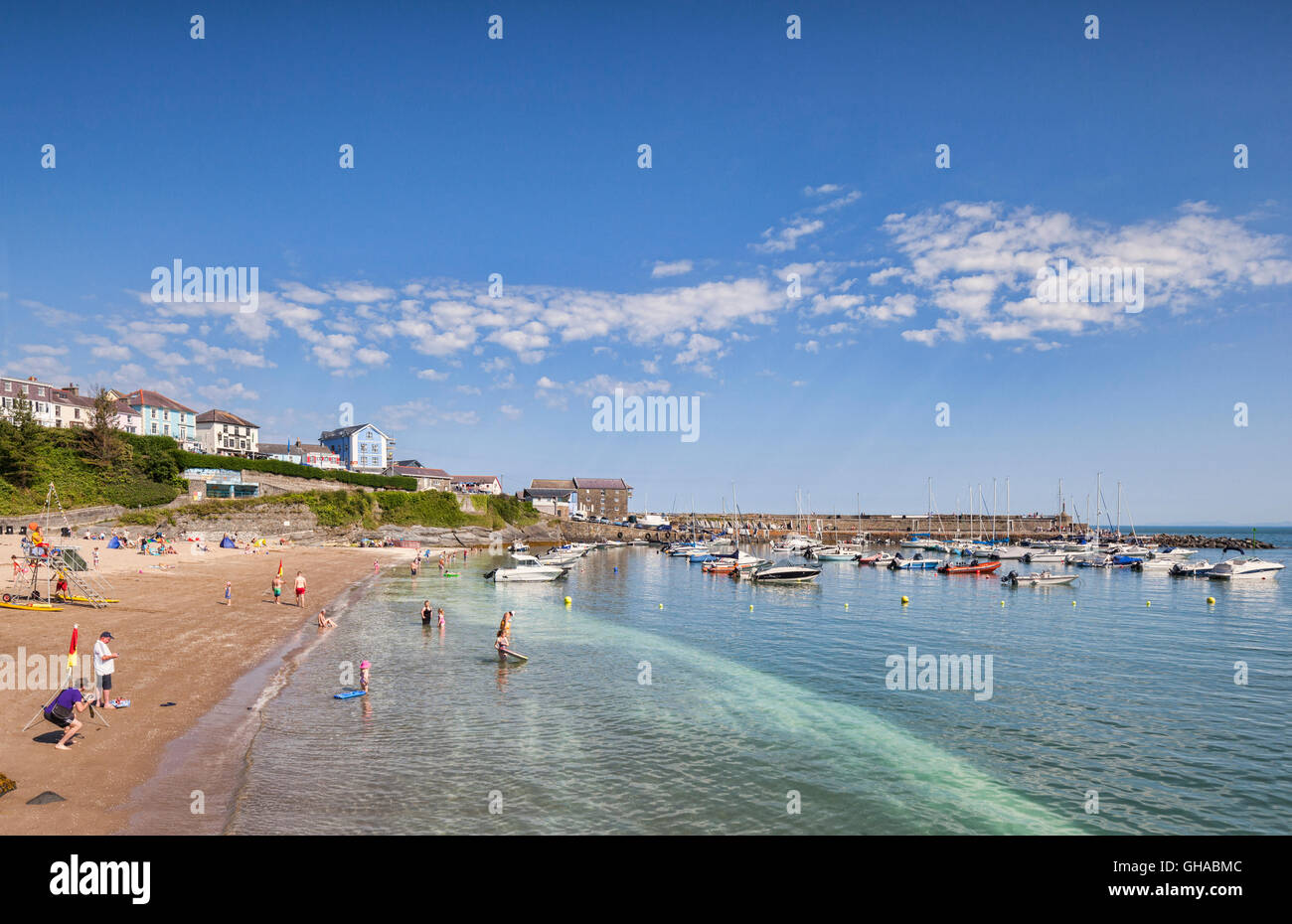 Hot summer day at South Beach, New Quay, Ceredigion, Wales, UK - Stock Image