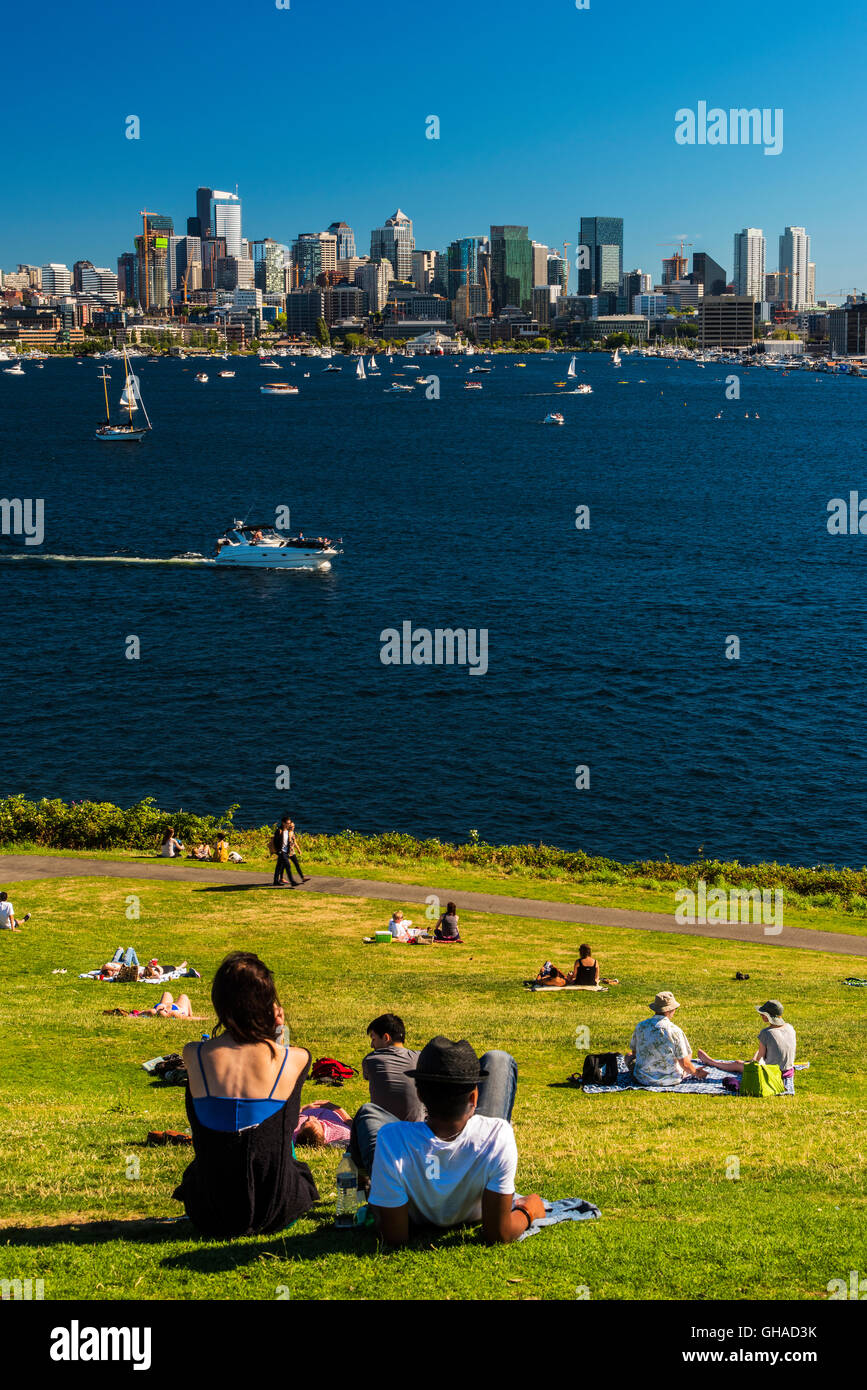 Lake Union and downtown skyline seen from Gas Works Park, Seattle, Washington, USA - Stock Image