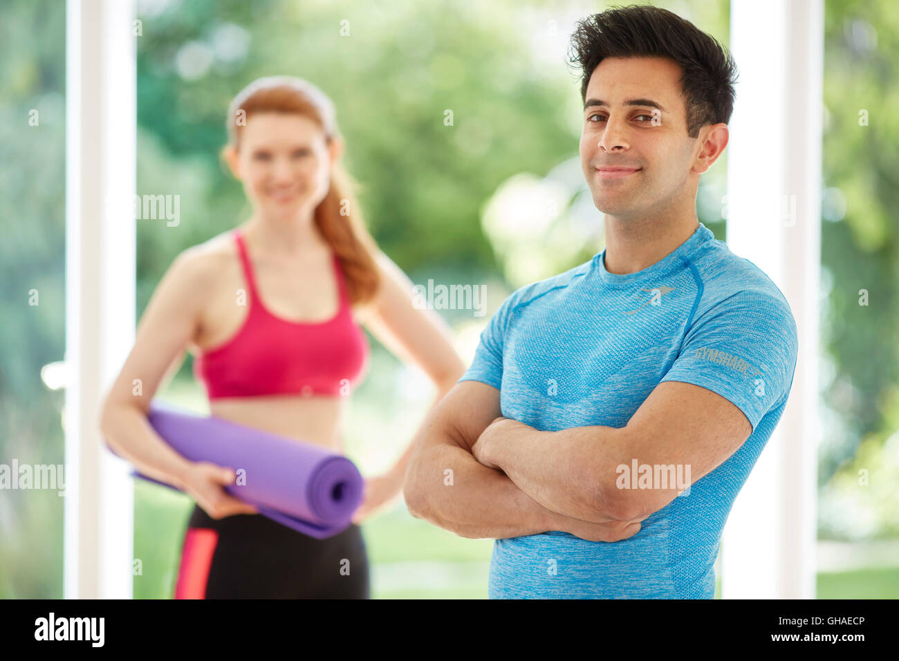 Couple stood together in gym - Stock Image